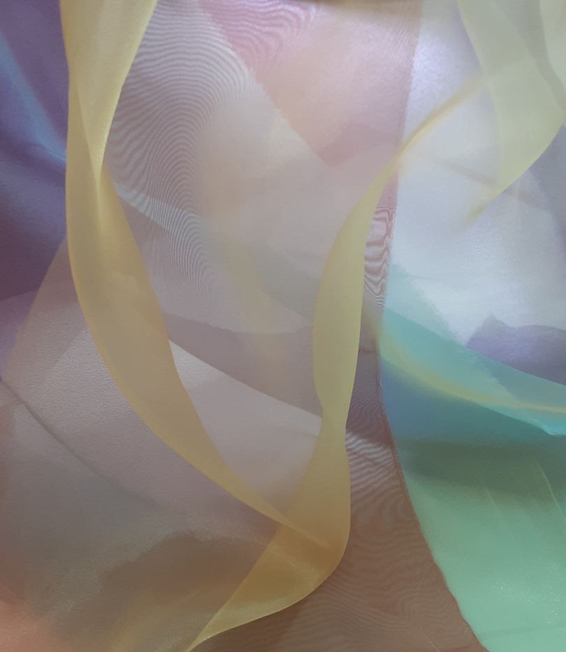 This image has an empty alt attribute; its file name is veils-pastel_mooray.jpg